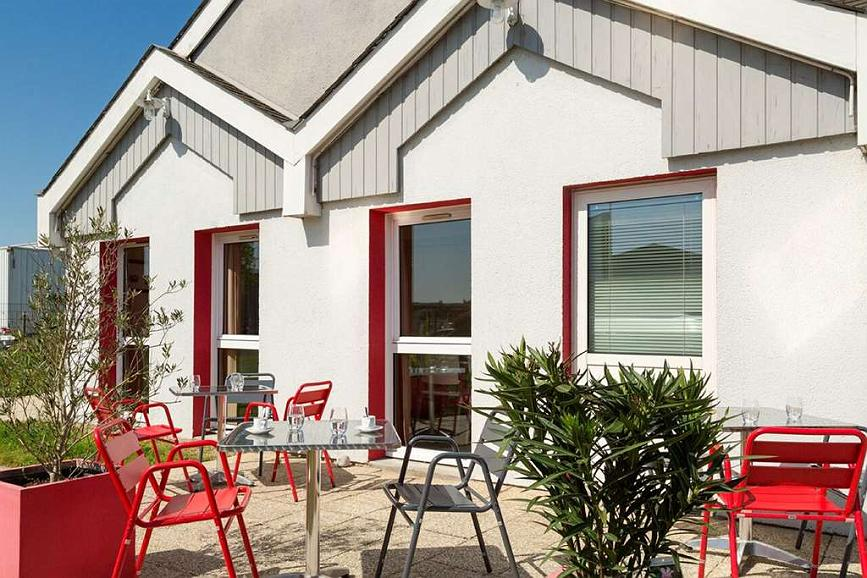 Sure Hotel by Best Western Nantes Saint-Herblain - Vista exterior