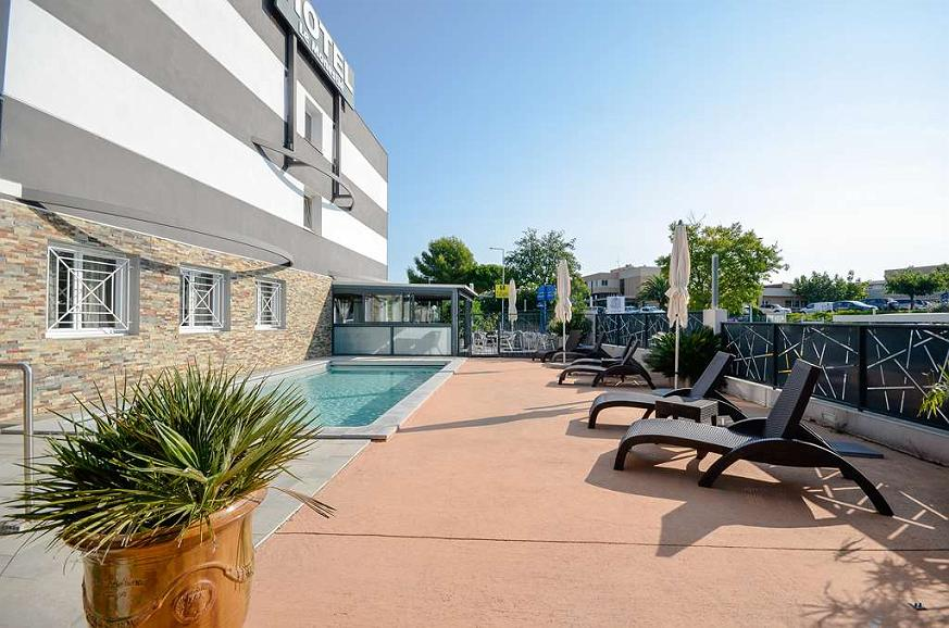 Sure Hotel by Best Western Beziers Le Monestie - Poolansicht