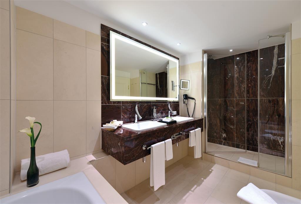 Best Western Premier Parkhotel Kronsberg - Cuarto de baño de clientes