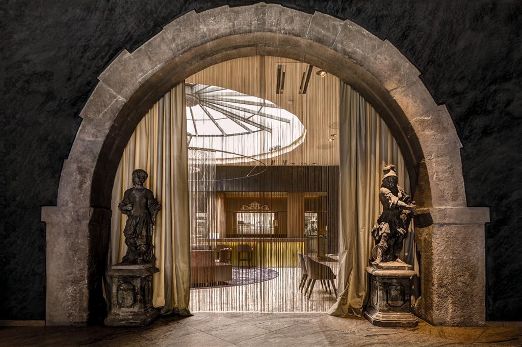 Best Western Premier Hotel Rebstock - Eingangsbereich