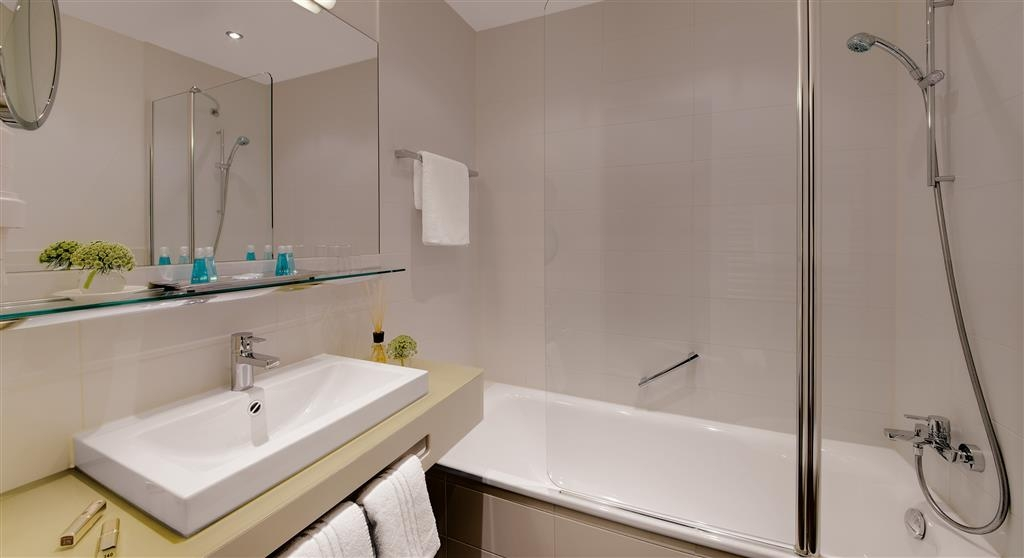 Best Western Atrium Hotel - Cuarto de baño de clientes