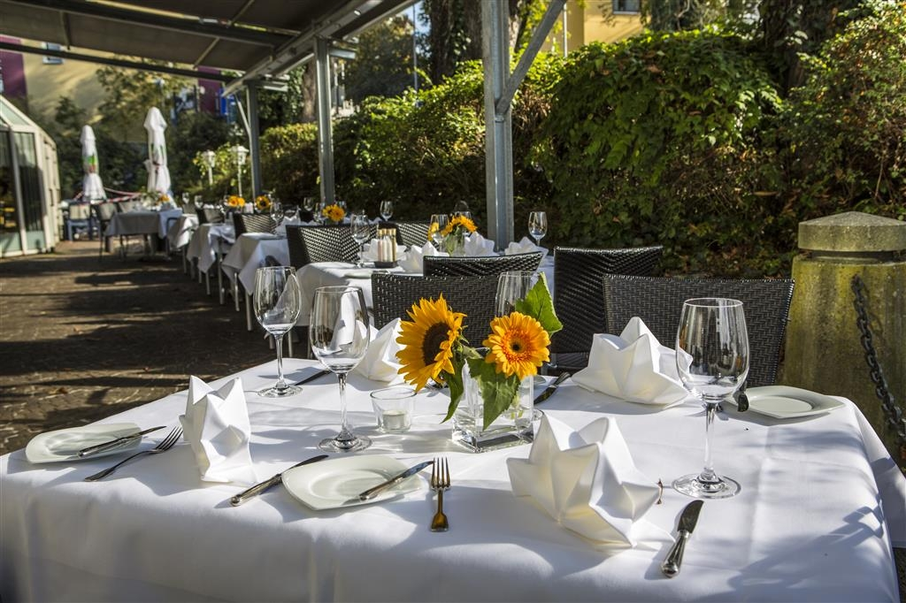 Best Western Plus Hotel Am Schlossberg - Terrace Dining Area