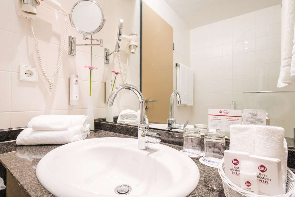 Best Western Plus Hotel Am Schlossberg - guest room bath