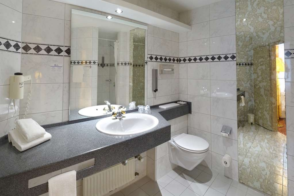 Best Western Hotel Schmoeker-Hof - guest room bath