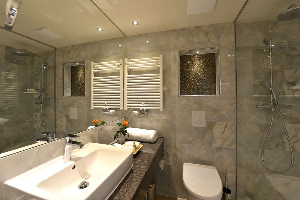 Best Western Plus Delta Park Hotel - Business/Superior Bathroom
