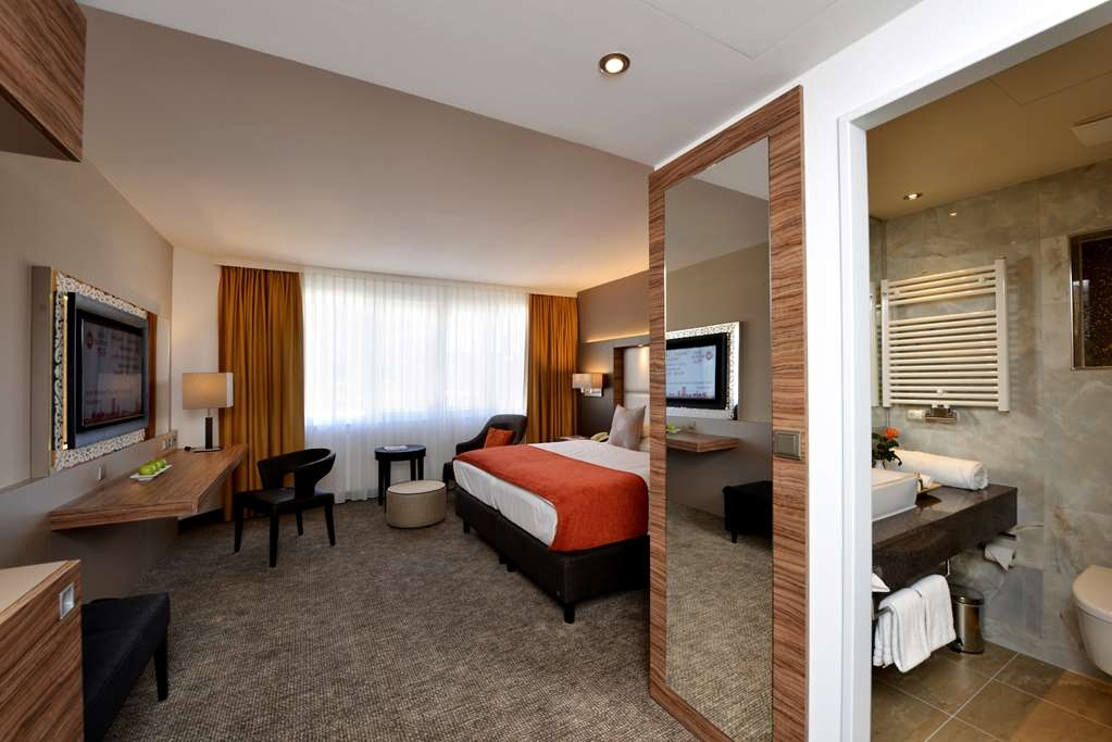 Best Western Plus Delta Park Hotel - Business Plus Two Twin Bed Guest Room