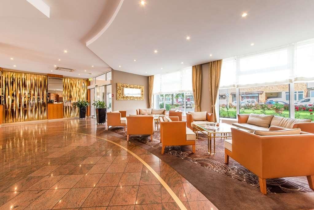 Best Western Plus Delta Park Hotel - Lobbyansicht