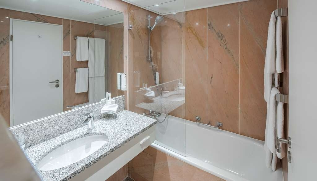 Best Western Premier Hotel Villa Stokkum - guest room bath