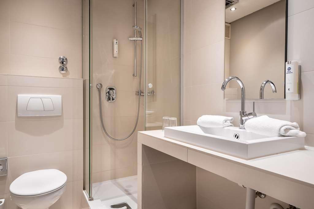 Best Western Hotel Goldenes Rad - Guest room bath