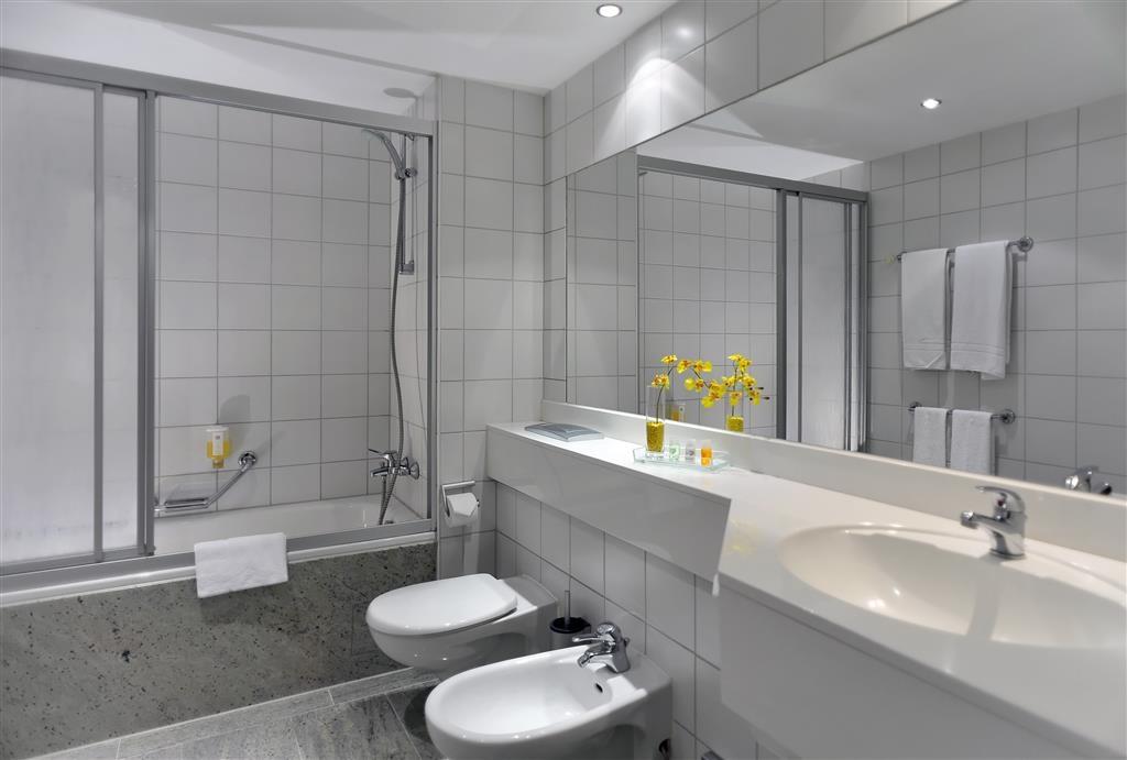 Best Western Plus Hotel Excelsior - Gästebad