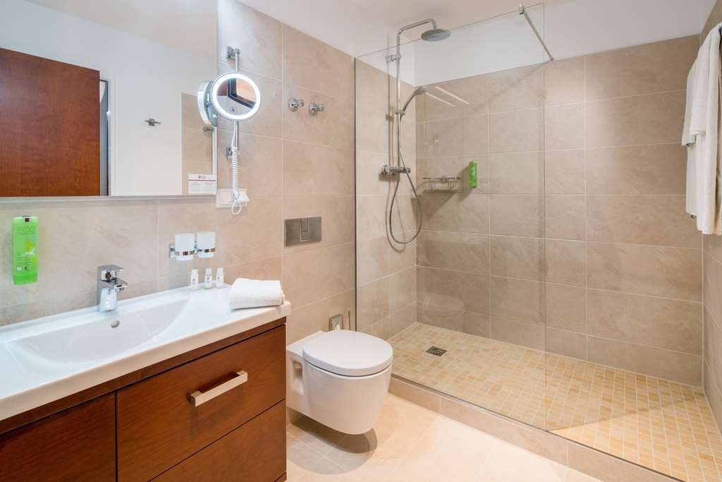 Best Western Plus Hotel Excelsior - Guest room bath