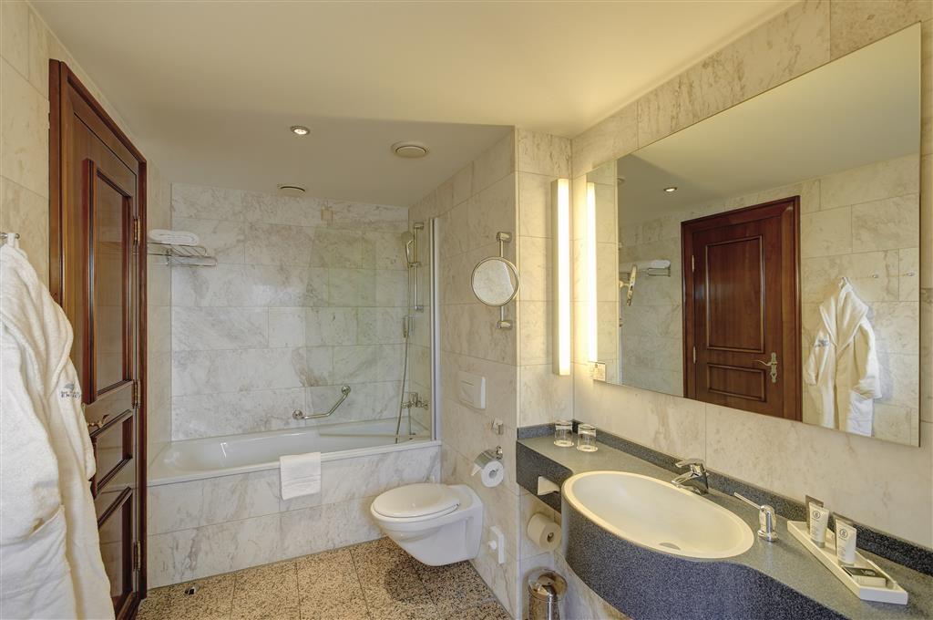 Best Western Premier Parkhotel Engelsburg - Guest Bathroom