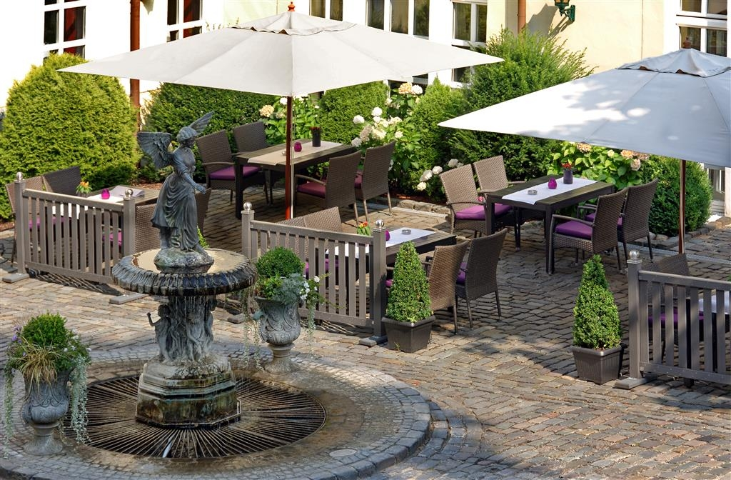 Best Western Premier Parkhotel Engelsburg - Outside Dining Area