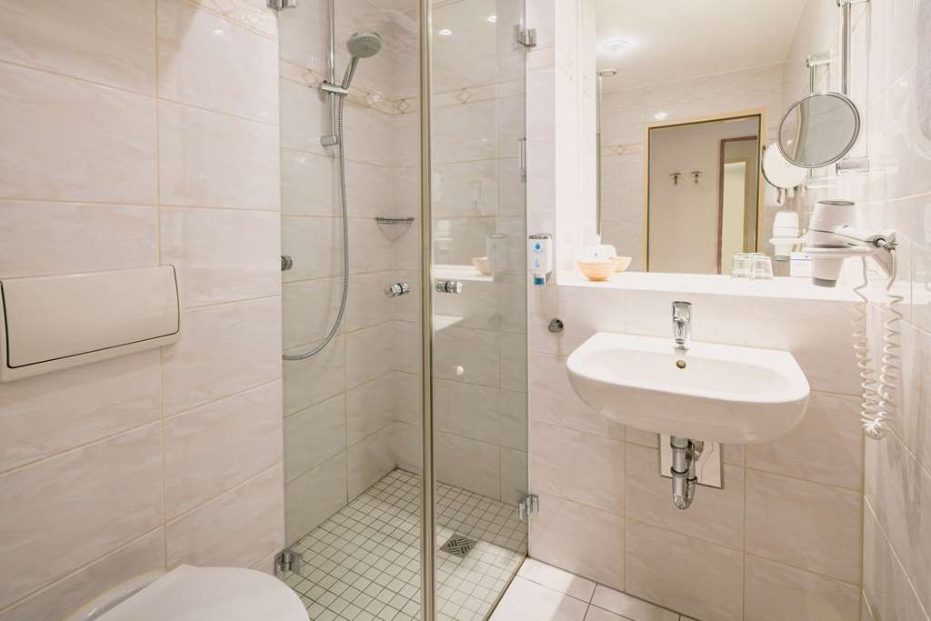 Best Western Hotel Kantstrasse Berlin - Guest room bath