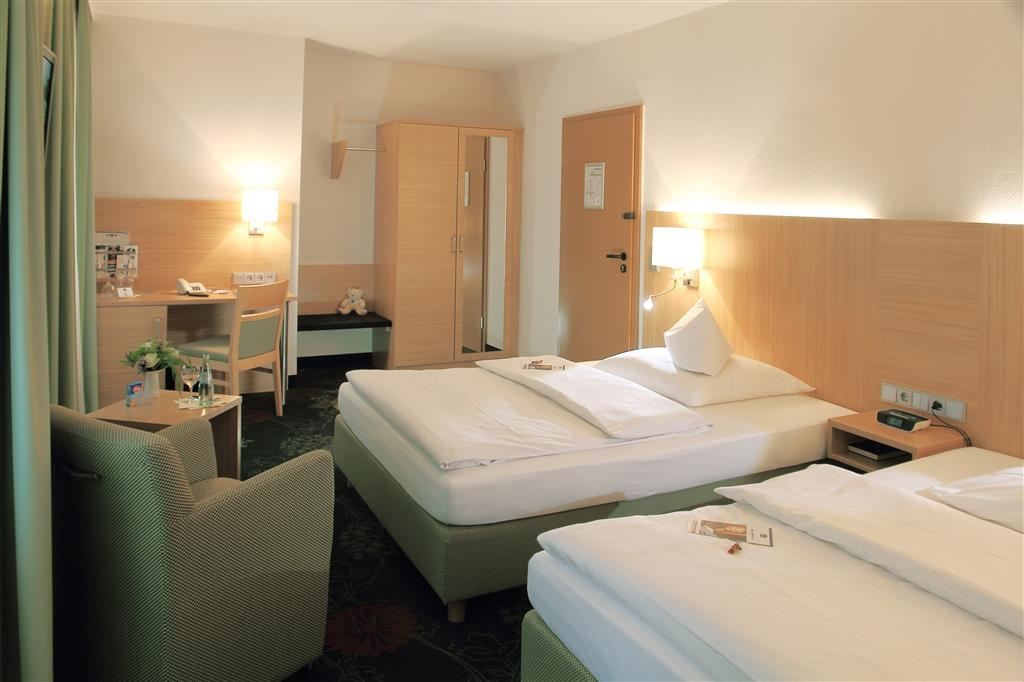 Best Western Blankenburg Hotel - Two Twin Bed Guest Room