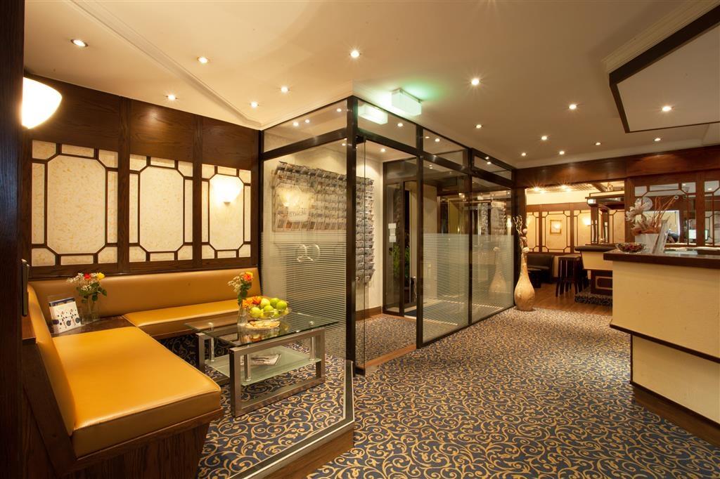 Best Western Ambassador Hotel - Vestíbulo