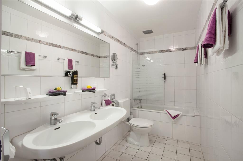 Best Western Ambassador Hotel - Cuarto de baño de clientes