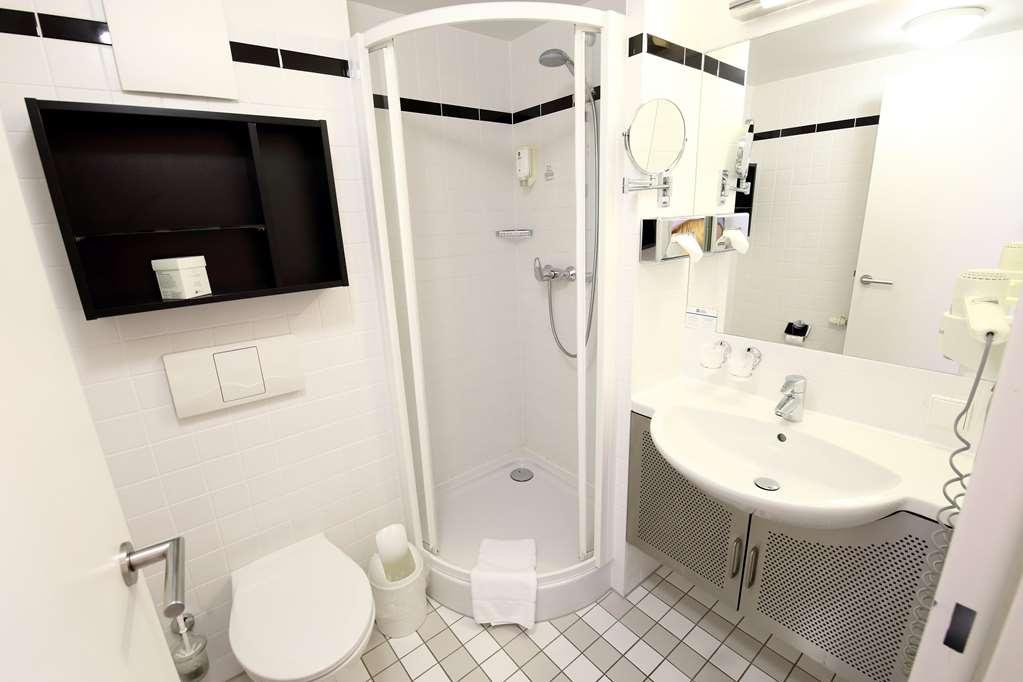 Best Western Hotel Am Schlosspark - Guest room bath
