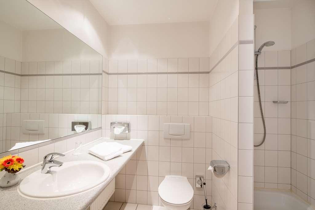 Best Western Hotel Geheimer Rat - guest room bath