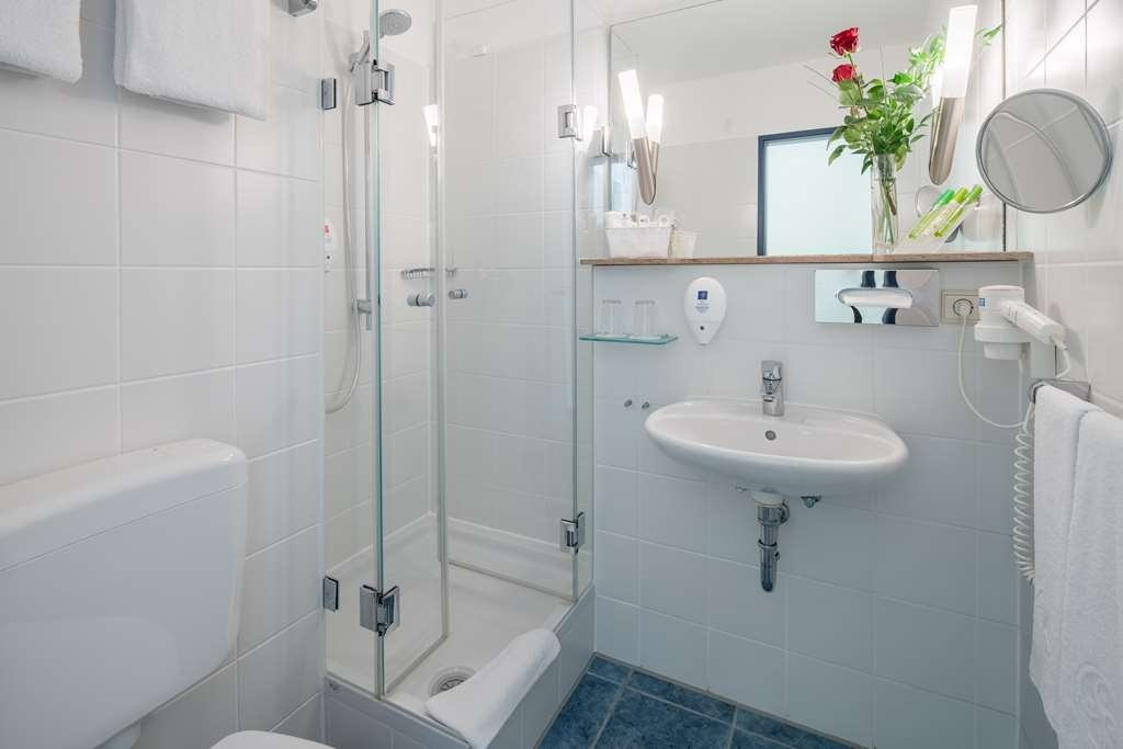 Best Western Hotel Muenchen Airport - guest room bath