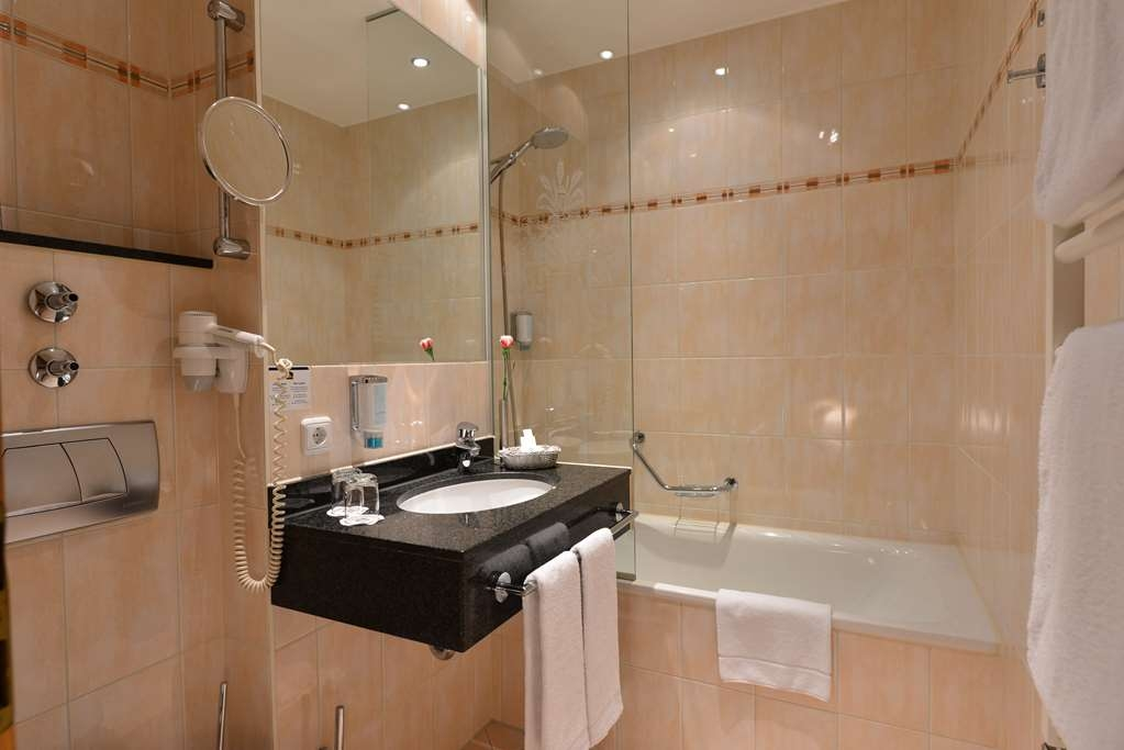 Best Western Plus Hotel Erb - Bathroom