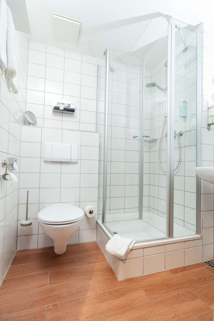Best Western Hotel Nuernberg am Hauptbahnhof - Guest room bath