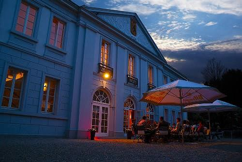 Best Western Hotel De Ville - Außenansicht des Hotels bei Nacht