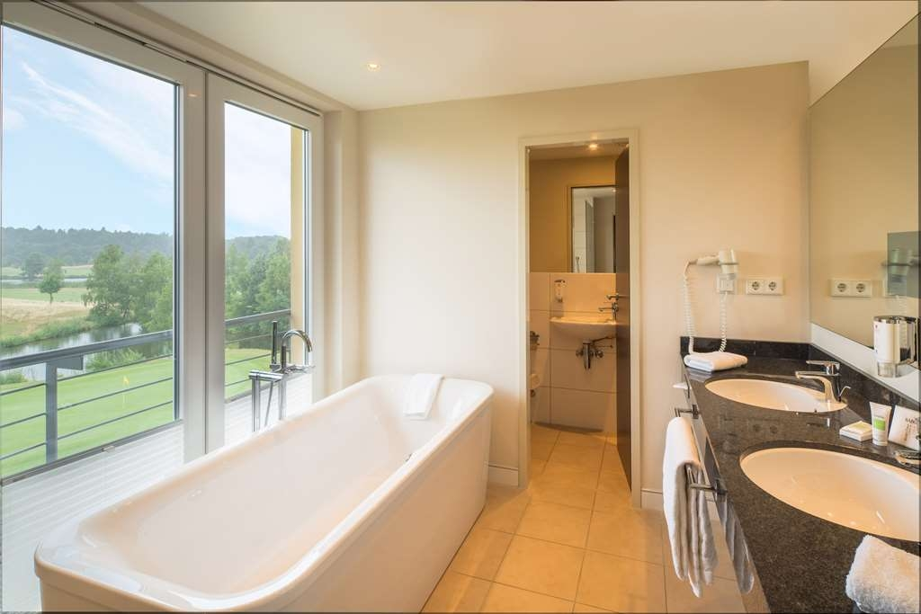 Best Western Premier Castanea Resort Hotel - Golf View Suite Bathroom