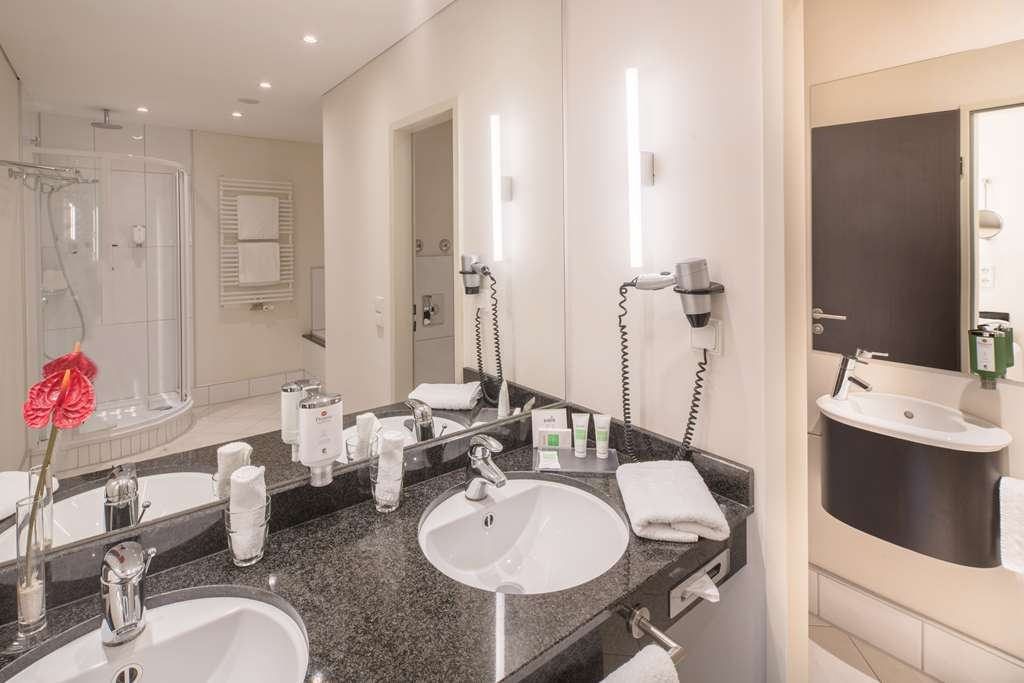Best Western Premier Castanea Resort Hotel - Suite with Bathtub and Shower