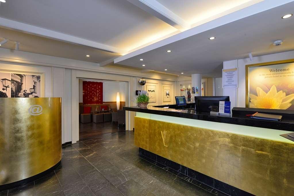 Best Western Premier Hotel Victoria - Vista del vestíbulo