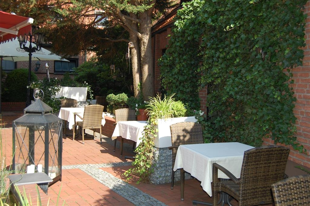 Best Western Premier Hotel Alte Muehle - Outside Dining Area