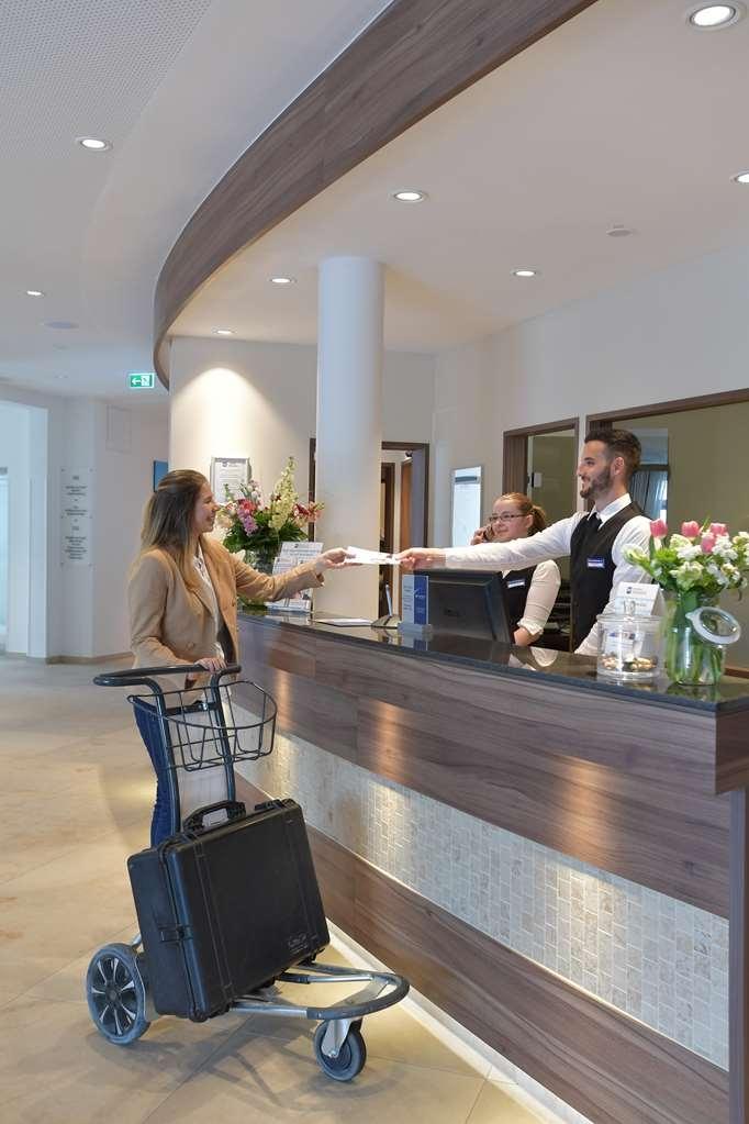 Best Western Queens Hotel Pforzheim-Niefern - Vista del vestíbulo