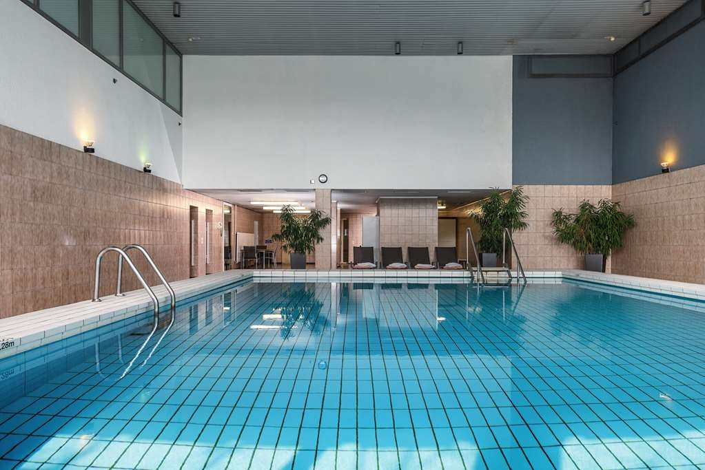 Best Western Leoso Hotel Ludwigshafen - Vista de la piscina