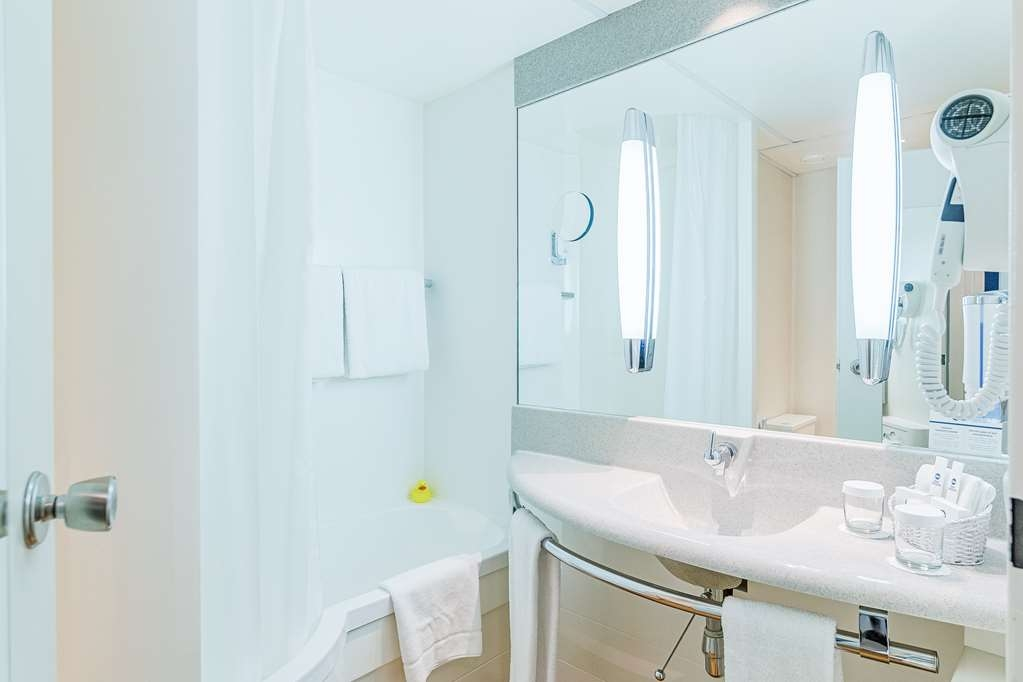 Best Western Macrander Hotel Frankfurt/Kaiserlei - Guest room bath Standard/business