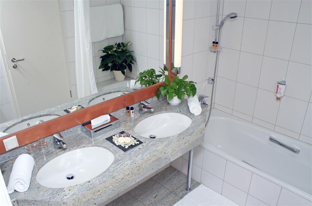 Best Western Hotel Halle-Merseburg - Guest Bathroom