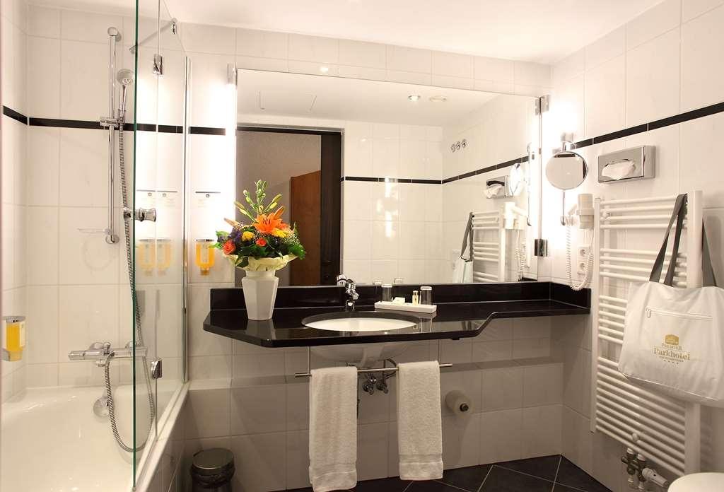 Best Western Premier Parkhotel Bad Mergentheim - Guest Bathroom