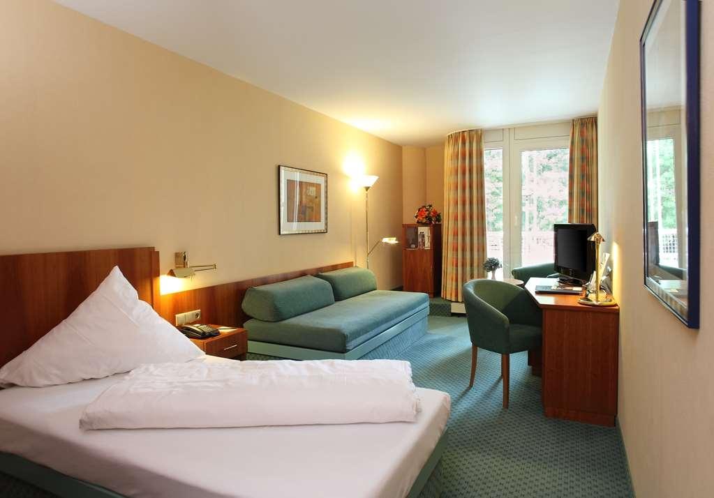 Best Western Premier Parkhotel Bad Mergentheim - Business One Twin Bed Guest Room