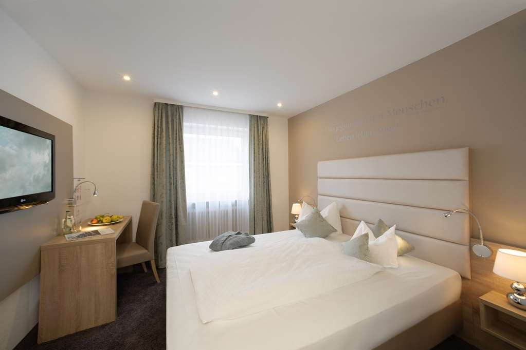 Best Western Hotel Lamm - Classic Guest Room with One Queen Size Bed