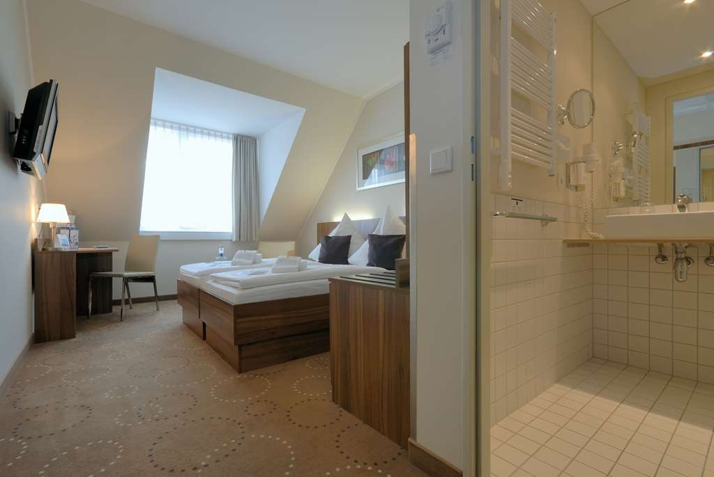 Best Western Hotel City Ost - Two Twin Bed Guest Room