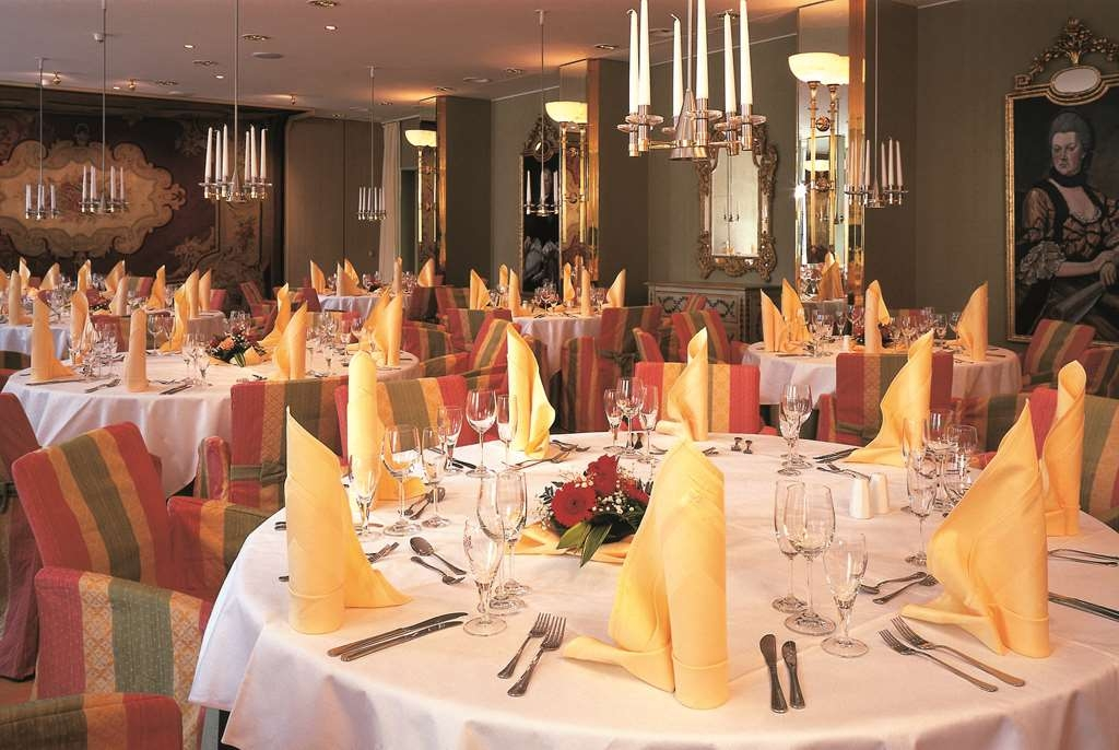 Best Western Premier Grand Hotel Russischer Hof - Restaurant / Etablissement gastronomique