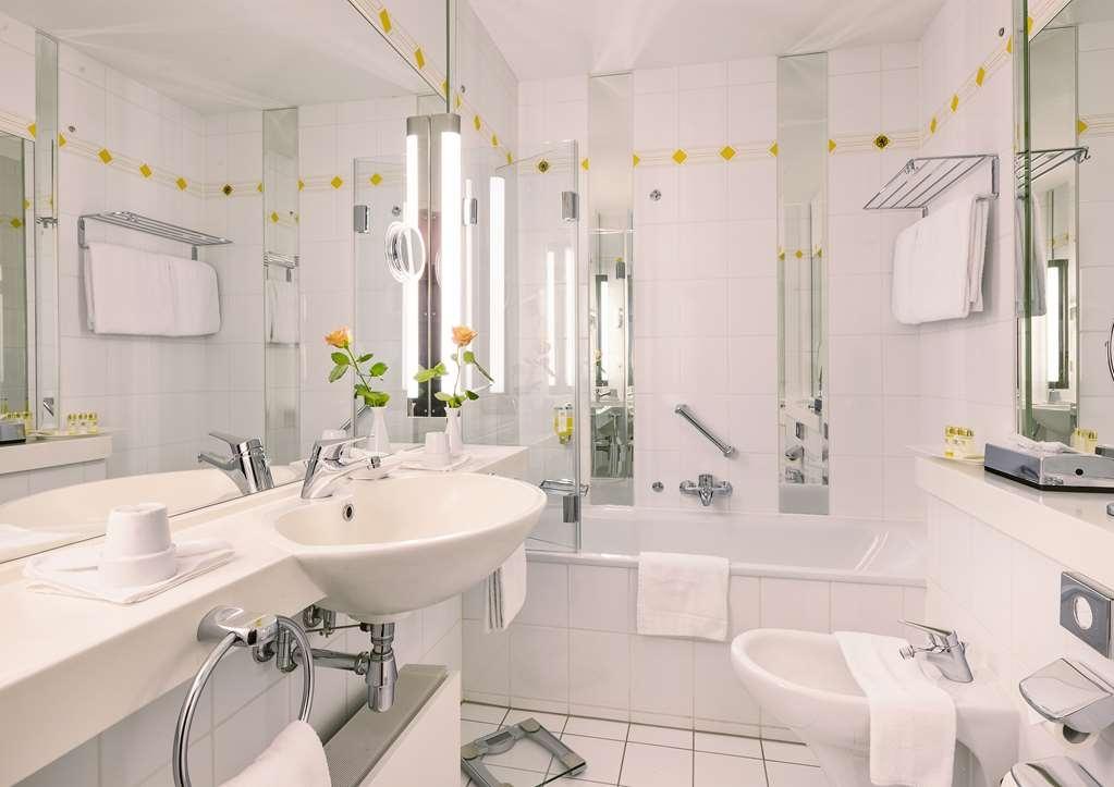 Best Western Premier Grand Hotel Russischer Hof - Salle de bain