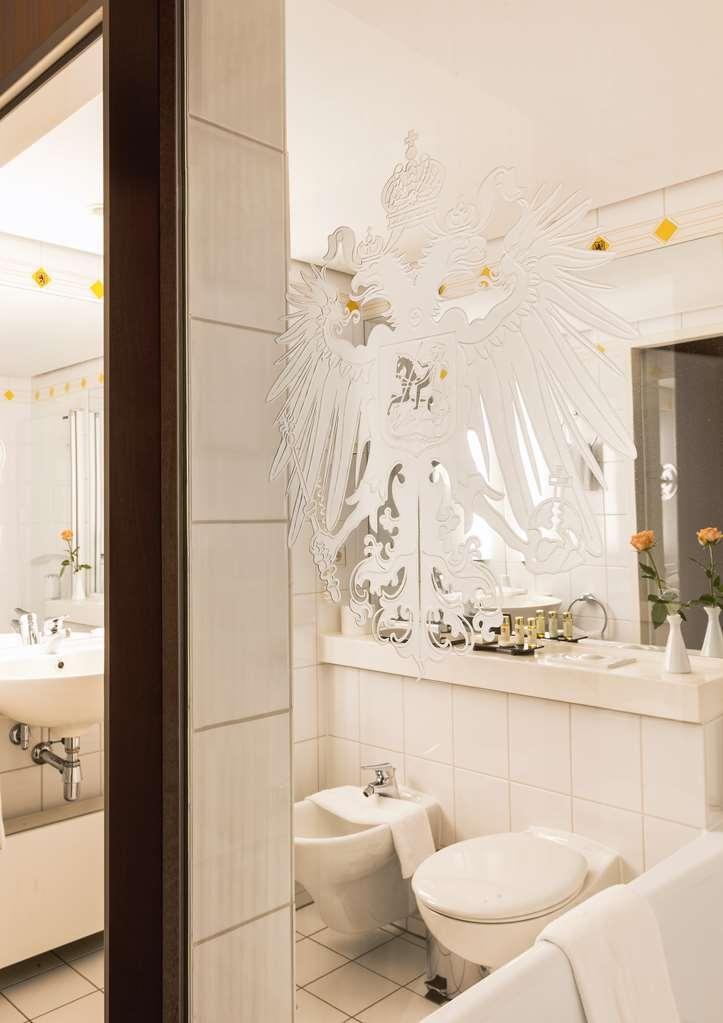 Best Western Premier Grand Hotel Russischer Hof - Baño