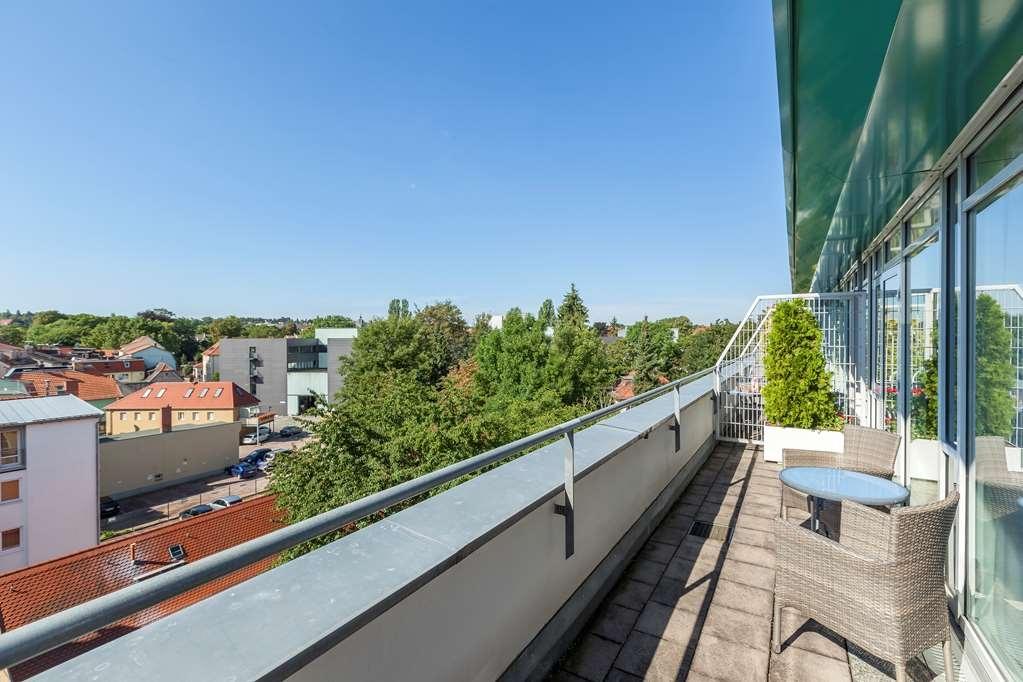 Best Western Premier Grand Hotel Russischer Hof - Guest room view