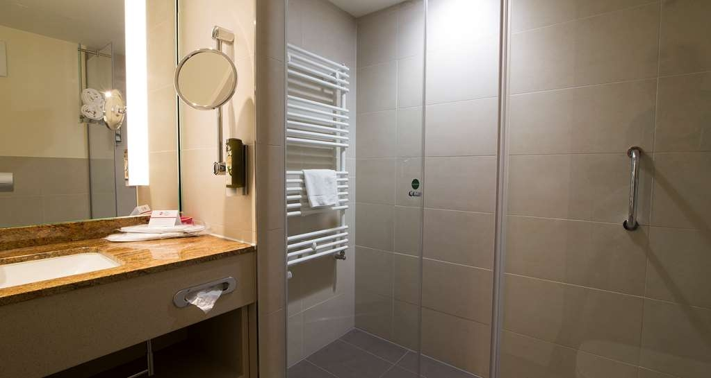 Best Western Plus Hotel Bremerhaven - Guest Room bath