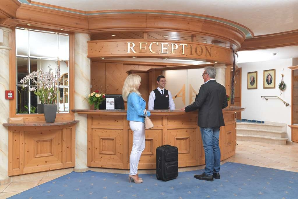 Best Western Plus Hotel Alpenhof - reception
