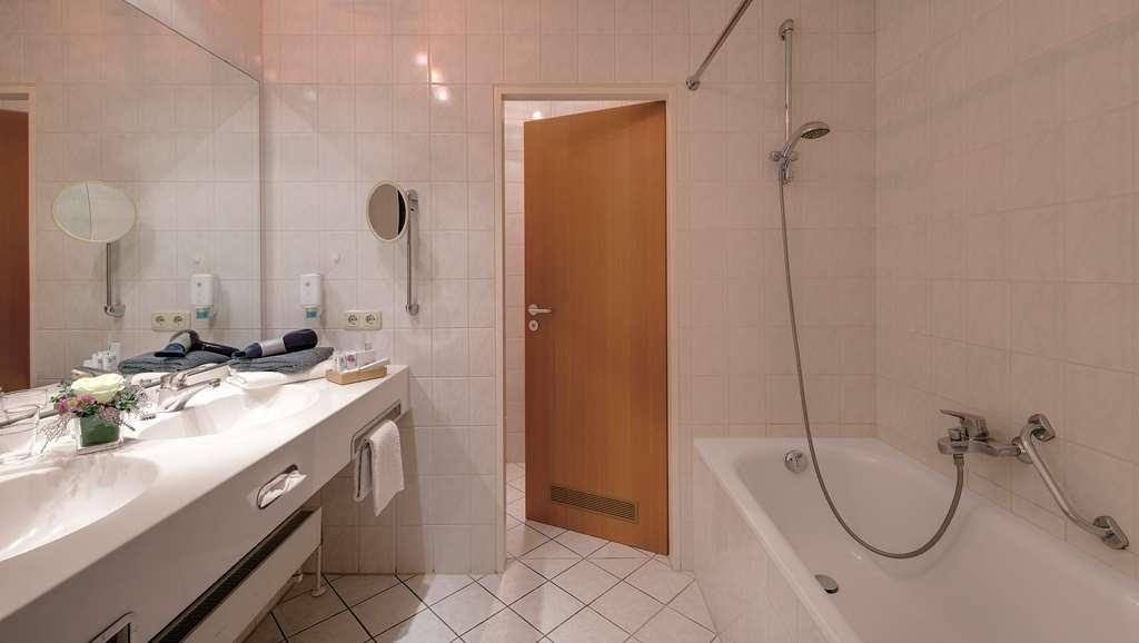Best Western Aparthotel Birnbachhoehe - Guest Bathroom