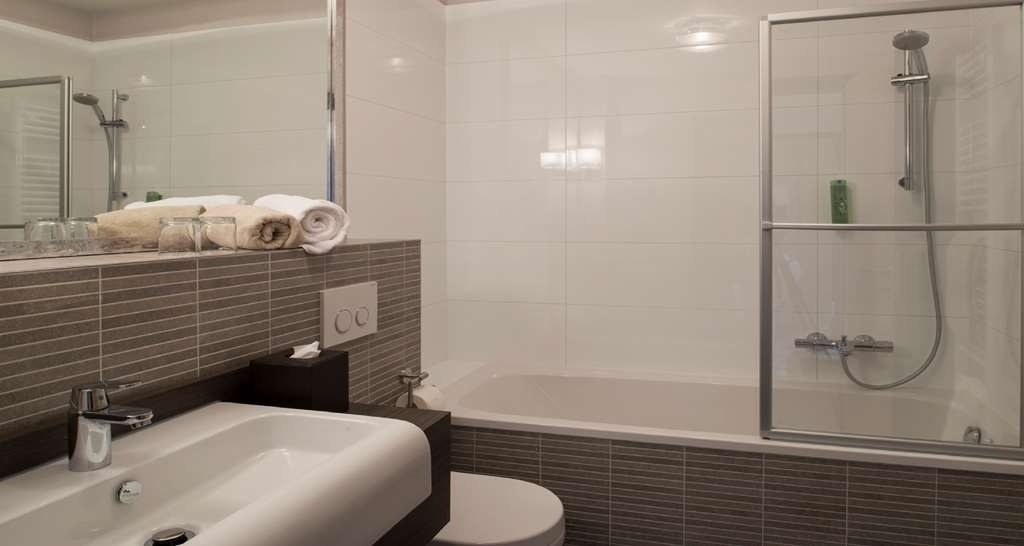 Best Western Hotel Via Regia - guest room bath