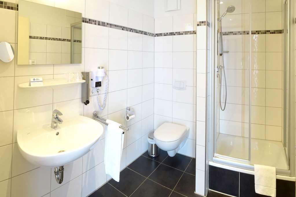 Best Western Amedia Bielefeld / Werther - Guest Bathroom