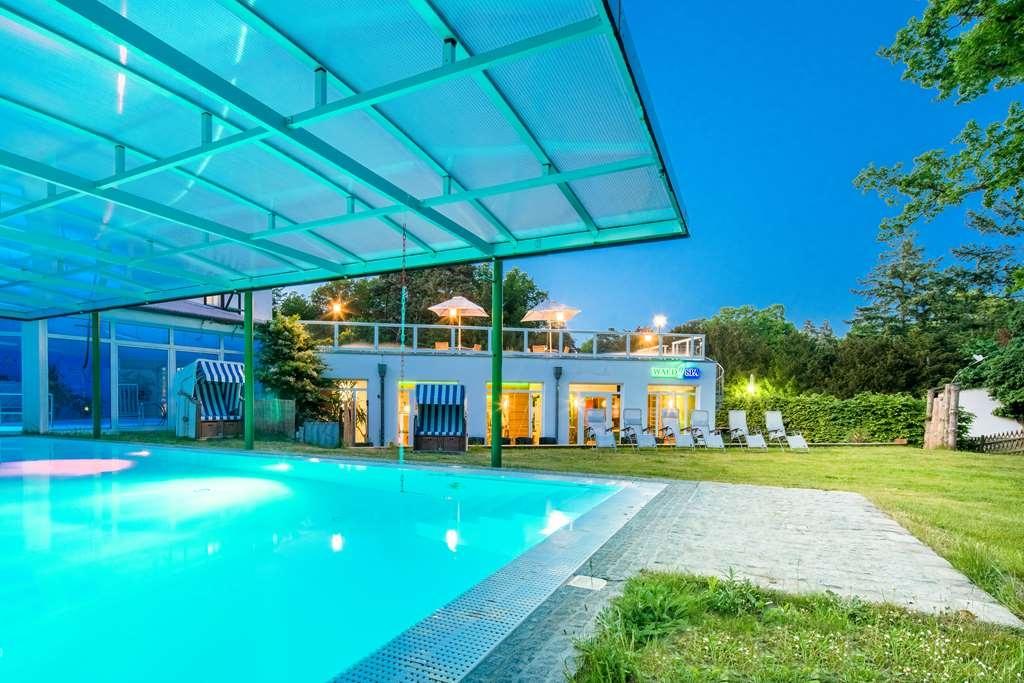 Best Western Plus Ostseehotel Waldschloesschen - Vue de la piscine