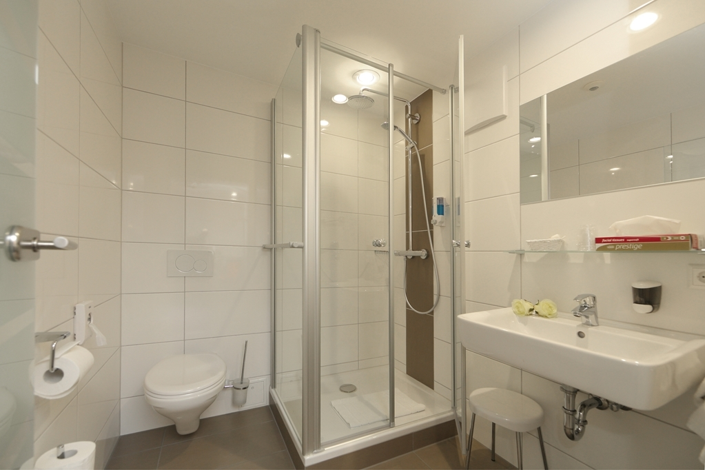 Best Western Plus Aalener Roemerhotel - Guest Bathroom